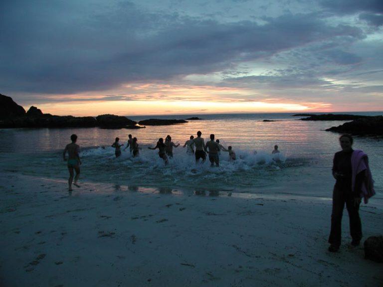sca2001-monday292_swimming